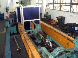 Proof loading a Crosby® shackle using WRCP's 100-ton capacity England-made destruction machine.